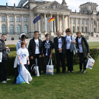 Vor dem Reichstag