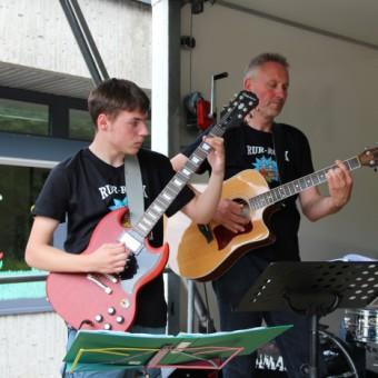Die Gitarristen Andreas Vermasern und Karl Wibbeke