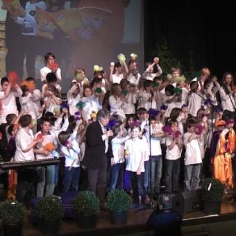 Rolf Zuckowski mit den Flötenklassen der Franziskus-Schule Erkelenz und der Flötenbande der Rurtal-Schule