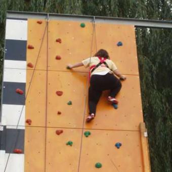 Miriam klettert